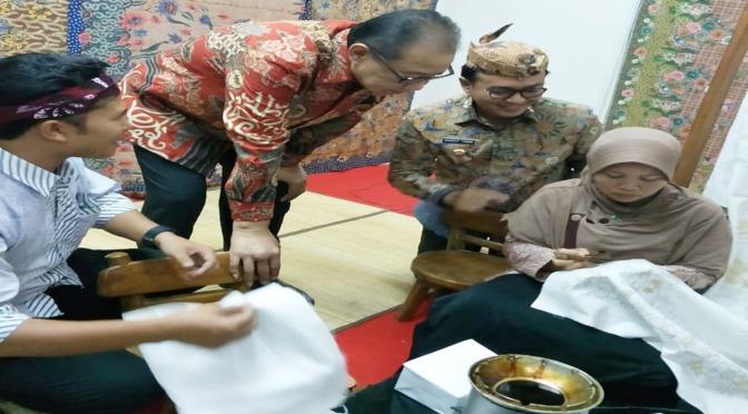 Demi Penguatan Ekonomi, Pusatpun Diminta Berbaur Bantu Promosikan Batik Madura