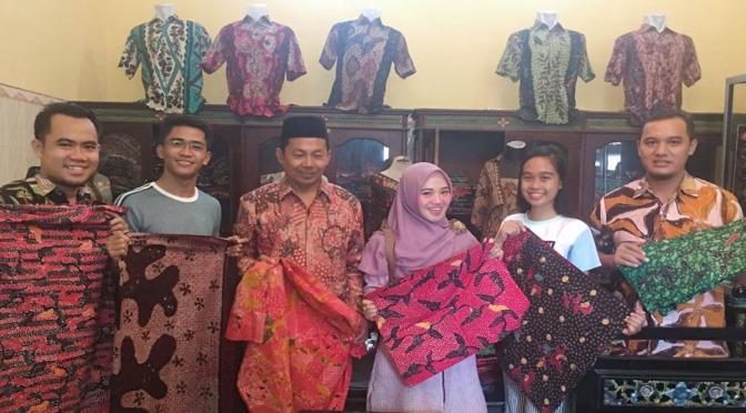 Unira Bantu Promosikan Batik Pamekasan ke Mahasiswa Filipina