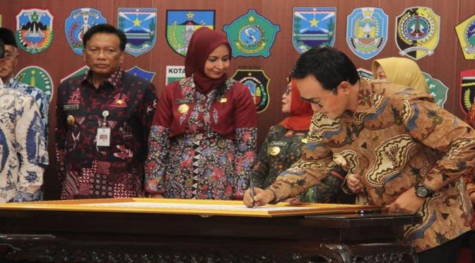 Bupati Baddrut Tamam Tanda Tangani Pencegahan Korupsi Bersama KPK