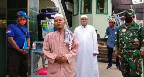 Penyaluran bantuan tandon di salah satu pondok pesantren di Kabupaten Pamekasan