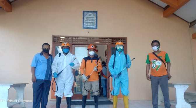 Penyemprotan Disinfektan Terus Dilakukan Demi Mencegah COVID-19