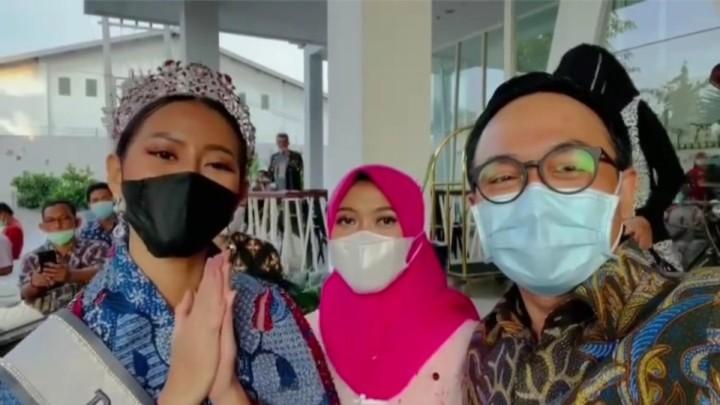 putri indonesia berbaur
